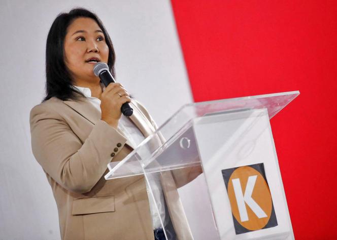 Peruwiańska kandydatka na prezydenta Keiko Fujimori przyznała się do porażki podczas konferencji prasowej w siedzibie swojej partii w Limie 19 lipca 2021 r.
