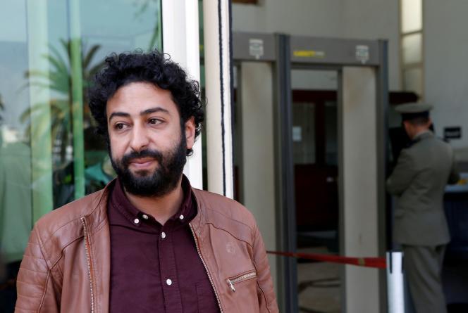 Le journaliste et activiste Omar Radi devant le tribunal à Casablanca, au Maroc, le 12 mars 2020.