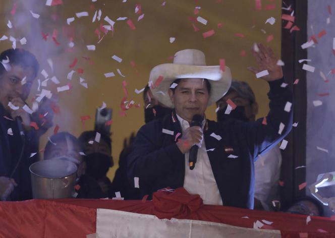 Pedro Castillo po ogłoszeniu zwycięstwa w wyborach prezydenckich, ze swojej siedziby kampanii w Limie, 19 lipca 2021 r.