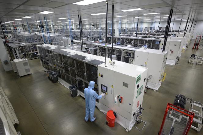 Un employé dans l'usine Nissan de Sunderland, dans le nord-est de l'Angleterre, le 1er juillet 2021.
