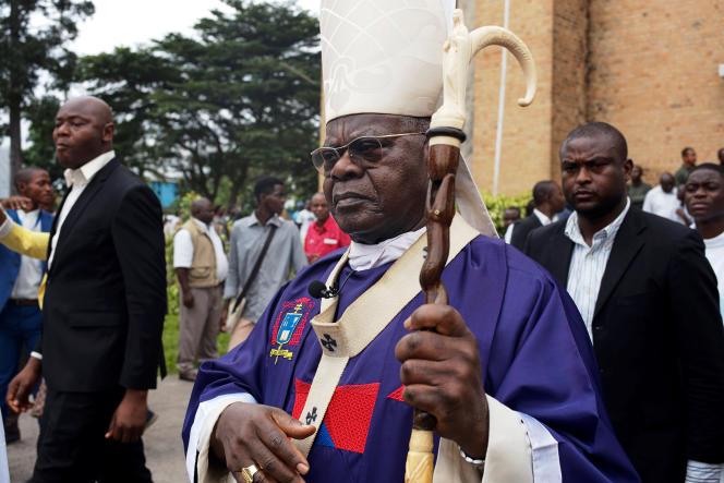 Le cardinal Laurent Monsengwo Pasinya devant la cathédrale Notre-Dame du Congo, à Kinshasa, en février 2018.