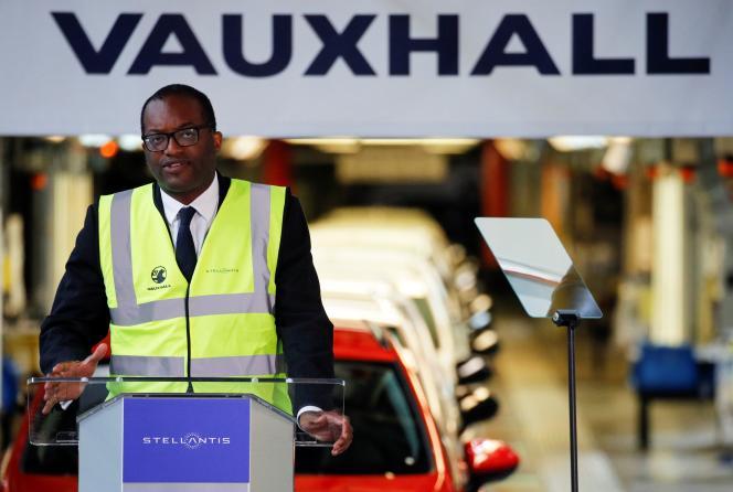 Le ministre britannique de l'industrie, Kwasi Kwarteng, s'exprime lors d'une conférence de presse à l'usine automobile Vauxhall d'Ellesmere Port, au Royaume-Uni, le 6 juillet 2021.