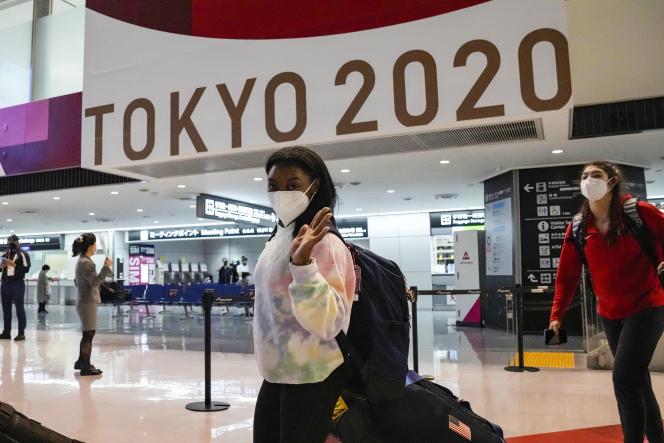 La gymnaste américaine et quadruple championne olympique Simone Biles, à l'aéroport international Narita, à l'est de Tokyo, le 15 juillet 2021.