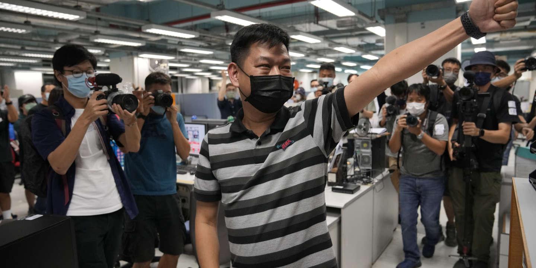 A Hongkong, la police arrête un ancien rédacteur en chef de l'« Apple Daily »