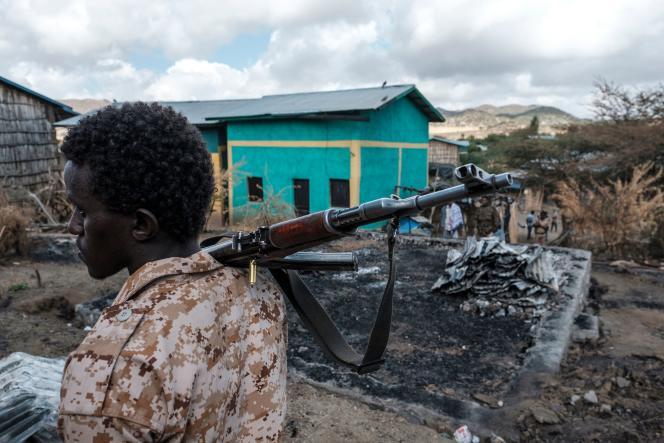 Un membre des forces spéciales afars, dans le village tigréen de Bisober, en Ethiopie,le 9 décembre 2020.