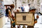 Un panneau demande aux touristes de préparer leur passe sanitaire en vue de leur visite au Mont-Saint-Michel (Manche), le 22 juillet 2021.