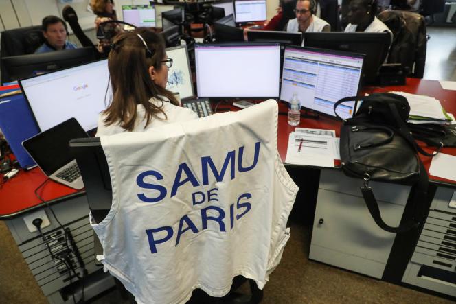 Au centre d'appel des urgences de l'hôpital Necker, à Paris, le 10 mars 2020.