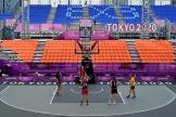 L'équipe féminine roumaine de basket 3x3 à l'entraînenment au parc sportif urbain d'Aomi, à Tokyo, le 22 juillet 2021.