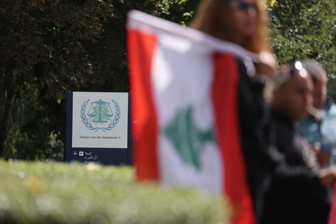 Un drapeau libanais devant le Tribunal spécial pour le Liban (TSL), à Amsterdam (Pays-Bas), le 18 août 2020.