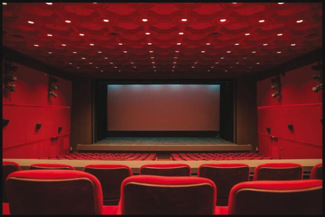 La salle de cinéma de l'hôtel Ivoire réhabilitée par Jean-Marc Lalo, à Abidjan.