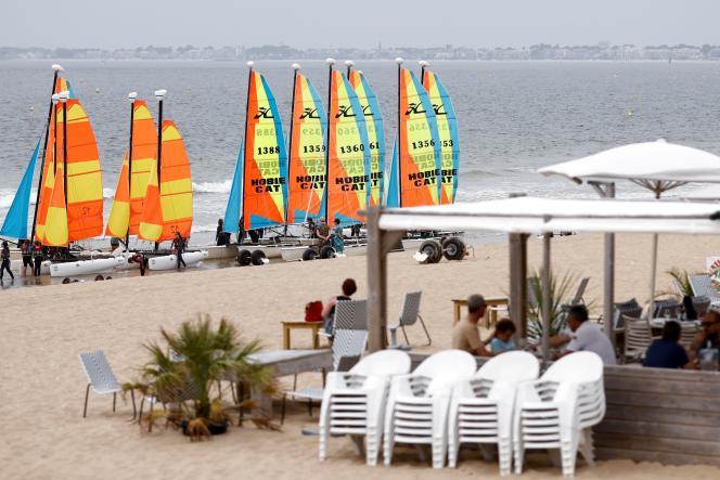 Un restaurant sur le bord de la plage de La Baule (Loire-Atlantique), le 23 juillet.