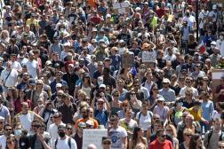 Manifestation à Nantes, le 17 juillet 2021, contre le passe sanitaire et l'obligation vaccinale pour le personnel soignant.