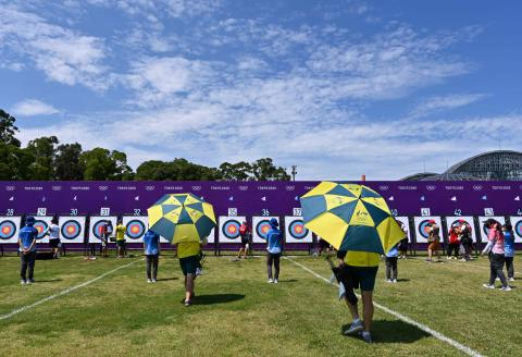 Archers check their points as they compete in the men's individual ranking round during the Tokyo 2020 Olympic Games at Yumenoshima Park Archery Field in Tokyo on July 23, 2021. (Photo by ADEK BERRY / AFP)