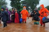Les secours indiens interviennent à Chikhali, dans l'Etat du Maharashtra, le 23 juillet.