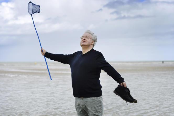 Dominique Besnehard, sur la plage de son enfance à Houlgate (Calvados),le 24 mai 2021.