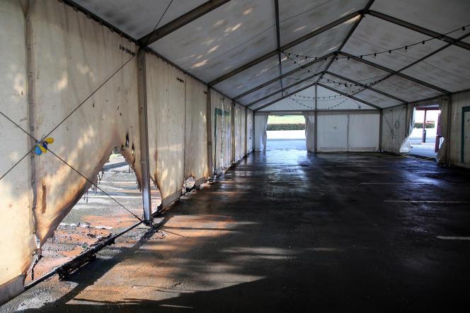 Une tente d'un centre devaccination a été vandalisée à Urrugne (Pyrénées-Atlantiques), samedi 17 juillet 2021.
