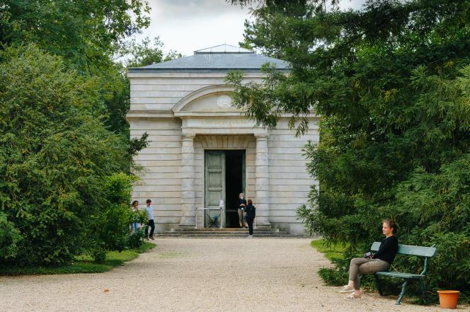 Le bâtiment de la laiterie de la reine vu de l'extérieur, à Rambouillet (Yvelines), le 15 juillet 2021.