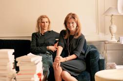 La romancière Delphine de Vigan et Karina Hocine, son éditrice, au domicile parisien de cette dernière, le 6juin 2021.