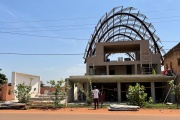 Le chantier du cinéma Guimbi, à Bobo-Dioulasso, au Burkina Faso, dont l'ouverture est prévue en octobre 2021.