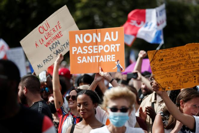 In one of the Parisian demonstrations against the health pass, Saturday July 24.