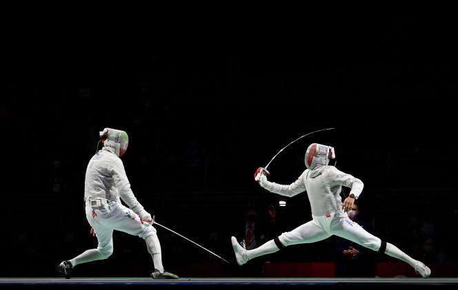 Bolade Apithy (à droite), lors de sa défaite contre l'IranienMohammad Rahbari aux Jeux olympiques de Tokyo, samedi 24 juillet.