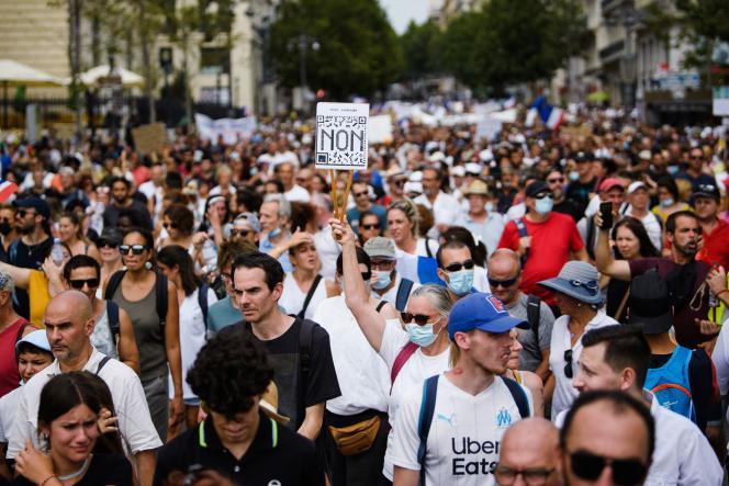 Dans la manifestation marseillaise contre le passe sanitaire et la vaccination obligatoire pour les soignants, samedi 24 juillet 2021.