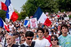 Plusieurs milliers de manifestants hostiles au passe sanitaire se sont rassemblés place du Trocadéro, à Paris, le 24 juillet 2021.