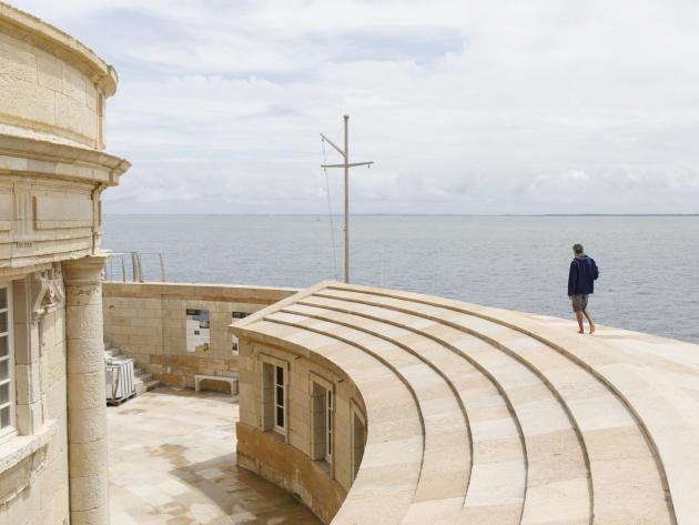 Le phare de Cordouan, dans l'estuaire de la Gironde, au Verdon-sur-Mer (Gironde). Construit au début du XVIIe siècle, il est le dernier phare à accueillir des gardiens toute l'année.
