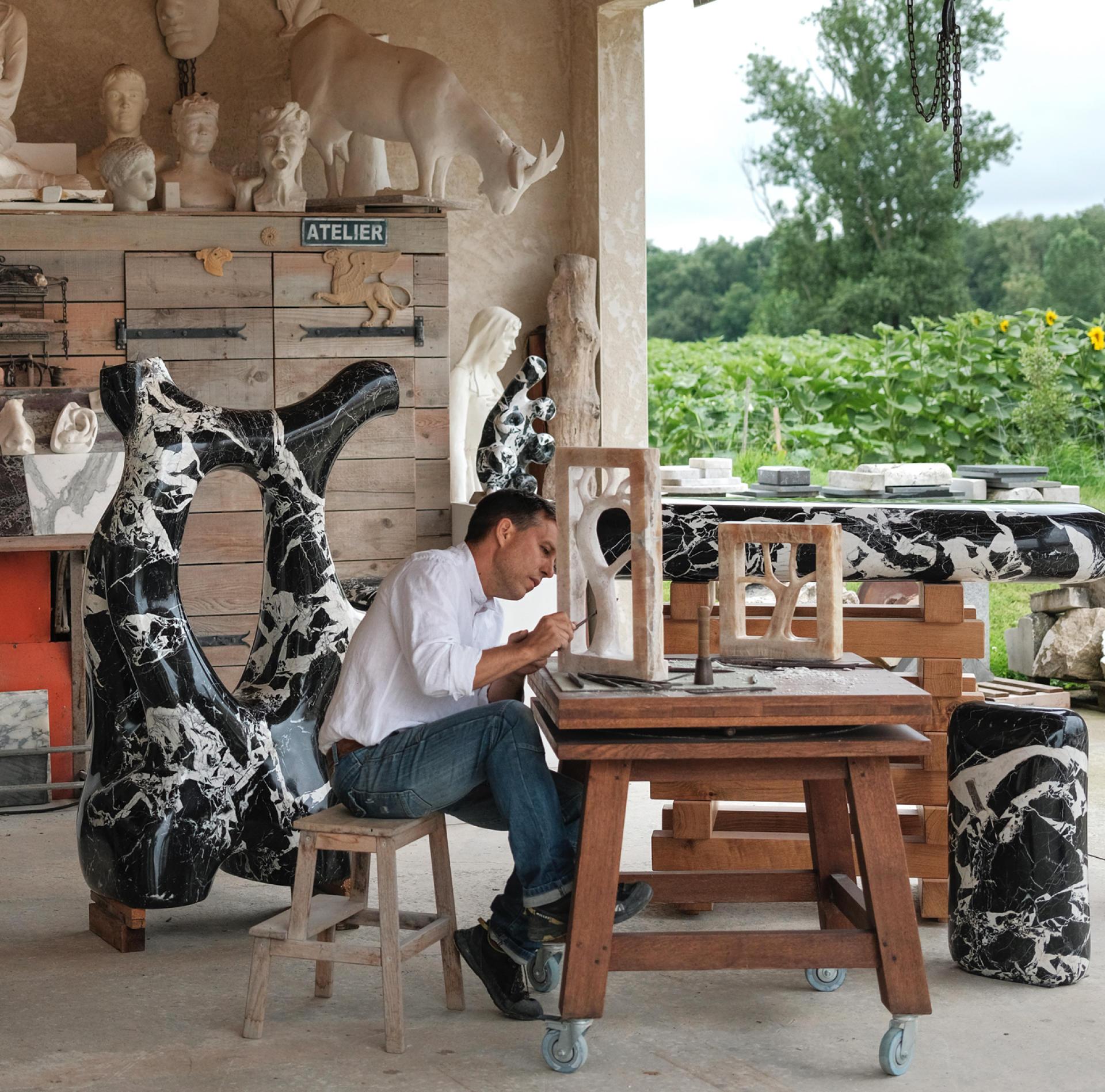 David Léger dans son atelier, à Launac, près de Toulouse, le 15juillet.
