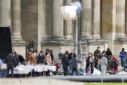 Le plateau de tournage de la série «Emily in Paris», au Louvre, le 17mai.