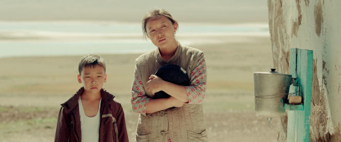 Samal Yeslyamova et Madi Minaidarov dans«Les Voleurs de chevaux», de Yerlan Nurmukhambetov et Lisa Takeba.
