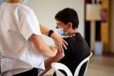 Convaincus, réfractaires ou hésitants: les parents face à la vaccination de leurs adolescents