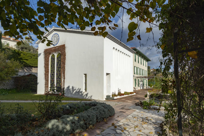 La chapelle du Rosaire, dite aussi «chapelle Matisse», est une petite chapelle érigée de 1949 à 1951 à Vence, pour le couvent des dominicains, par l'architecte Auguste Perret et décorée par Henri Matisse. Elle a été consacrée le 25 juin 1951. Ici, le 15décembre 2018.