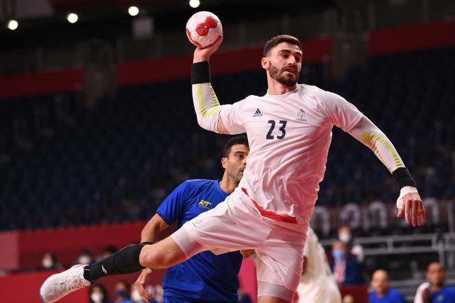 Le pivot français Ludovic Fabregas face au Brésile, le 26 juillet 2021 à Tokyo.