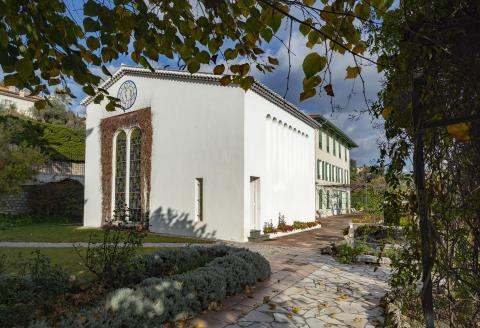 La chapelle du Rosaire dite aussi chapelle Matisse est une petite chapelle érigée de 1949 à 1951 à Vence, pour le Couvent des Dominicains, par l'architecte Auguste Perret et décorée par Henri Matisse. Elle a été consacrée le 25 juin 1951