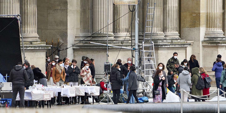 « Ils pensent avoir acheté tout le quartier » : « Emily in Paris », une voisine envahissante