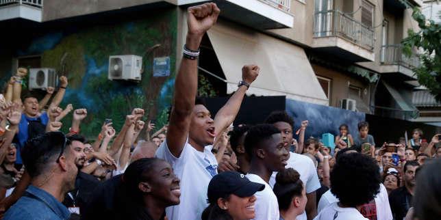 Sacré en NBA, le basketteur Giannis Antetokounmpo met la Grèce face à ses contradictions