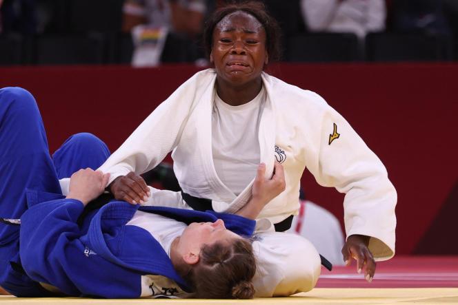 Clarisse Agbegnenou après sa victoire en finale olympique sur la Slovène Tina Trstenjak, à Tokyo, le 27 juillet 2021.