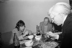 Mick Jagger, William Burroughs et Andy Warhol au «Bunker», en février 1980.
