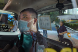 Tong Ying-kit arrive au tribunal dans une voiture de police, à Hongkong, le 6 juillet 2020.