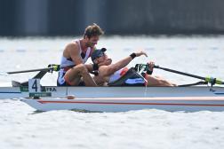 Les Français Hugo Boucheron et Matthieu Androdias sont les nouveaux champions olympiques du deux de couple masculin, en aviron.