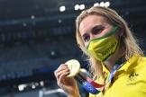 Ariarne Titmus avec sa deuxième médaille d'or de l'été, cette fois au 200 m, mercredi 28 juillet à Tokyo.