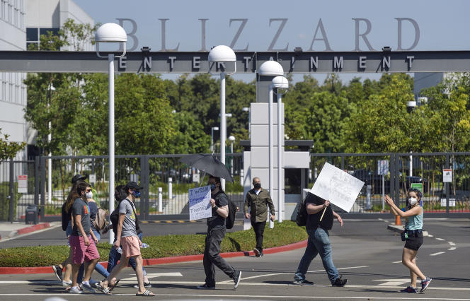 Au lendemain d'une lettre ouverte critiquant la direction, le patron d'Activision Blizzard, Bobby Kotick, a annoncé, mercredi 28 juillet, une série de mesures pour lutter contre le harcèlement et les discriminations au sein de l'entreprise d'édition de jeux vidéo.
