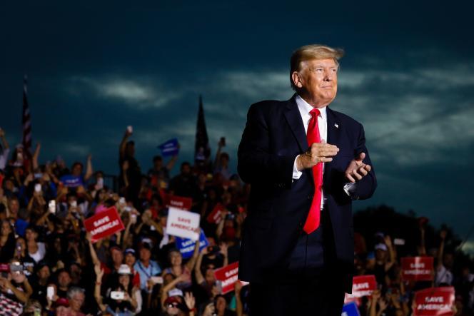 L'ancien président américain Donald Trump arrive à un meeting, le 3 juillet 2021, à Sarasota (Floride).