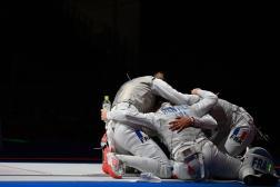 Les Françaises sont en finale du fleuret par équipes. Menées de 12 touches, elles se sont finalement imposées face aux favorites italiennes