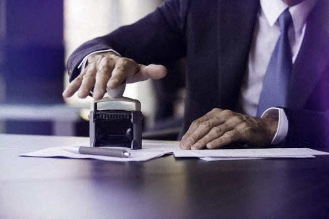 Le testament peut donc rédigé sur n'importe quel support, à l'encre ou au crayon, en français ou en langue étrangère.
