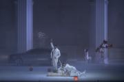 Vito Priante (Leporello), Mika Kares (le Commandeur) et Davide Luciano (Don Giovanni), dans« Don Giovanni», le 22 juillet 2021.