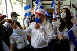 Oscar Sobalvarro et Berenice Quezada, désignés candidats à la présidentielle, lors d'un meeting à Managua, mercredi 28 juillet 2021.