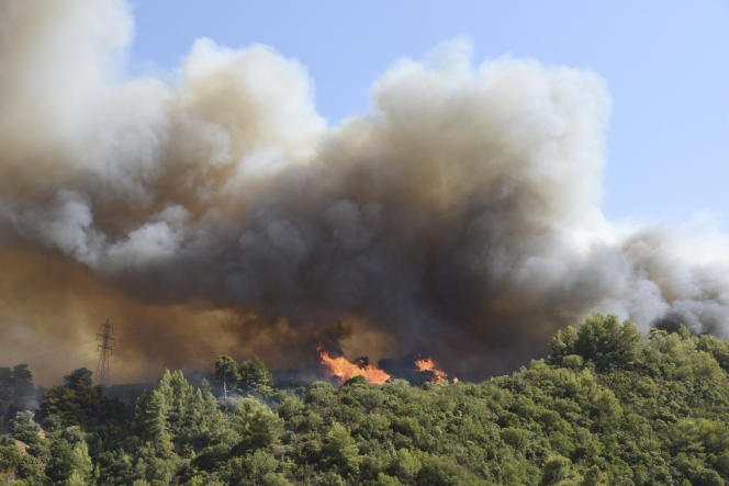 De autoriteiten konden de inwoners van de dorpen Ziria, Kamaris, Achayas en Lebiri per sms op de hoogte stellen van een op handen zijnde evacuatie van het gebied.