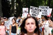 Manifestation contre la vaccination obligatoire pour certains travailleurs et contre le passe sanitaire, à Annecy (Haute-Savoie), le 24 juillet 2021.